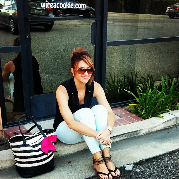 Wearing my mint skinnies and chillin' outside the office of @wireacookie  Taking a break from the cookie prep for @beesugared grand opening event this week, xo #wireacookie #beesugared #grandopening #mintskinnyjeans #cuteandcasual #skinnyjeans #norestforbrigette #nrfbme #nrfb #betseyjohnson #corporatecookie #photoimage #edibleimage #cookies #edibleimagecookies #salon #events #fashioninspiration #fashionblogger #fashionista #fblogger #weekendoutfit #instastyle #pamelas_pantry