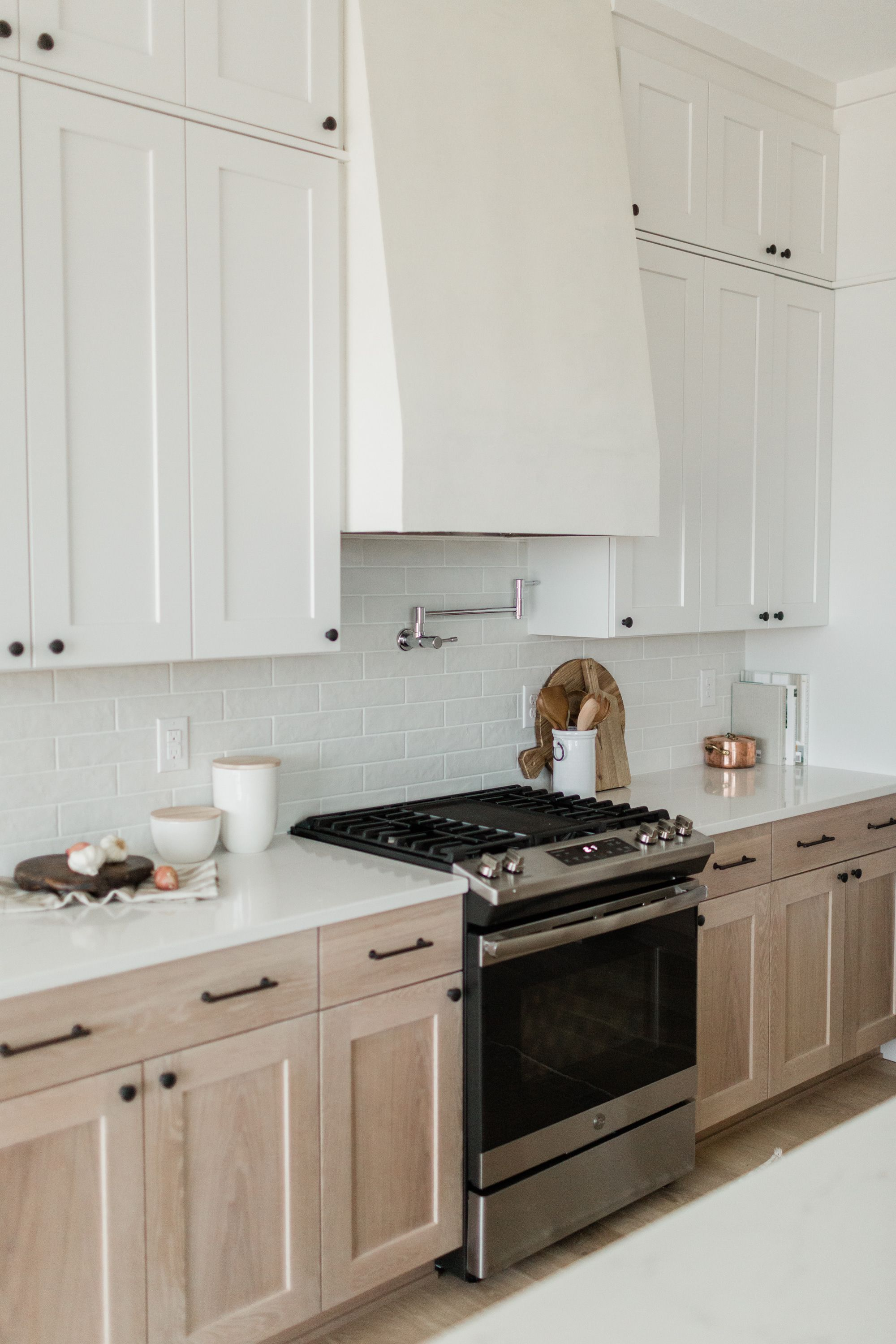 two toned kitchen cabinets in 2020 kitchen design kitchen kitchen cabinets on kitchen id=75015