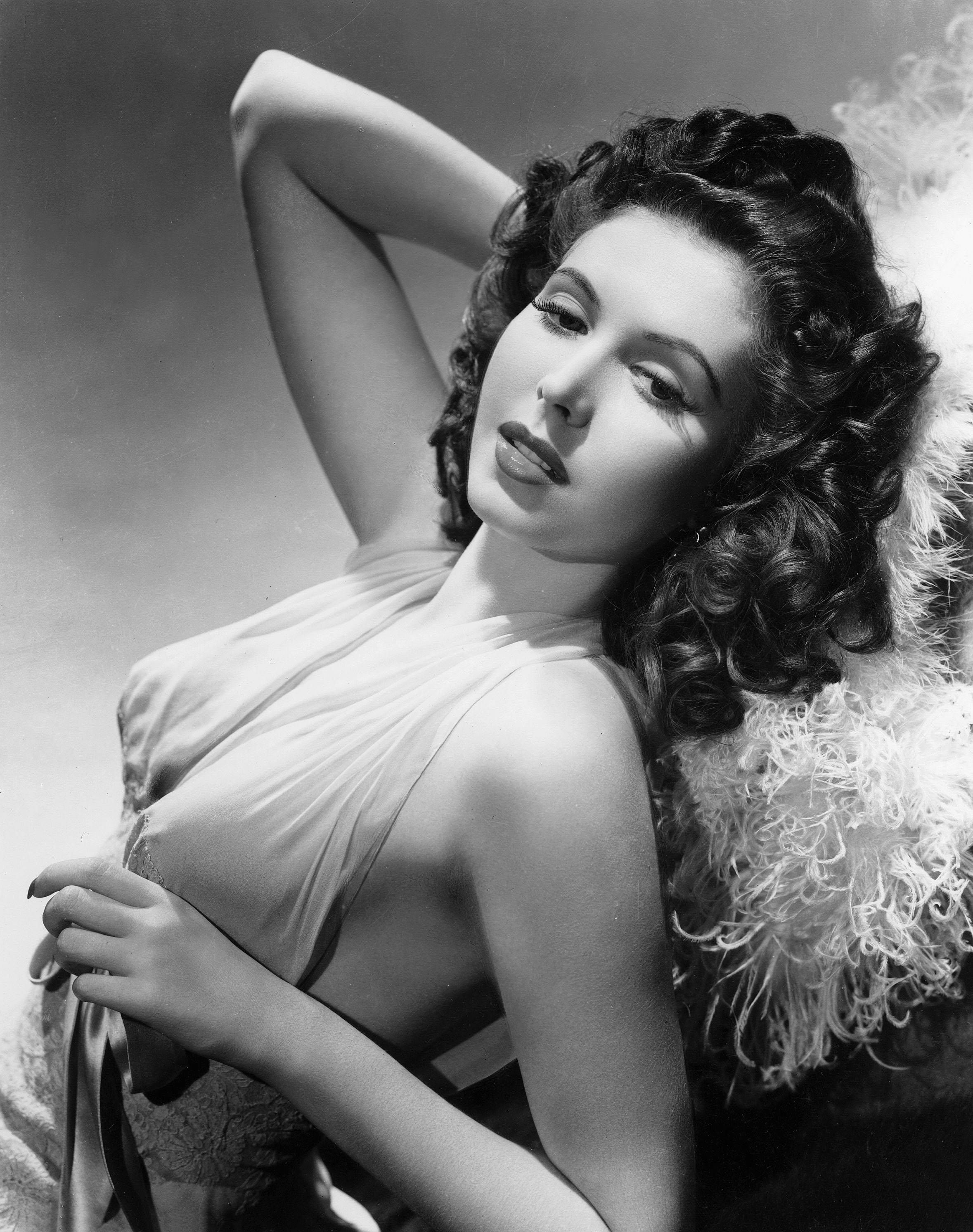 Lana turner sexy picture star actress pin