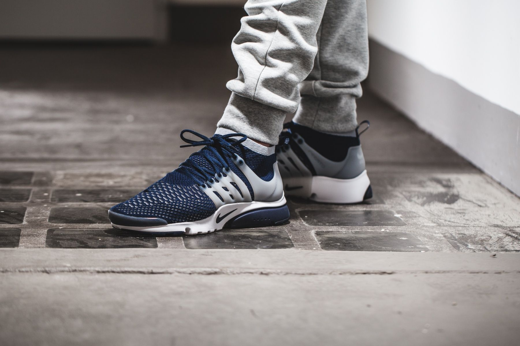 Best Drop Shipping Nike Air Presto Ultra Flyknit Couple running shoes Black white