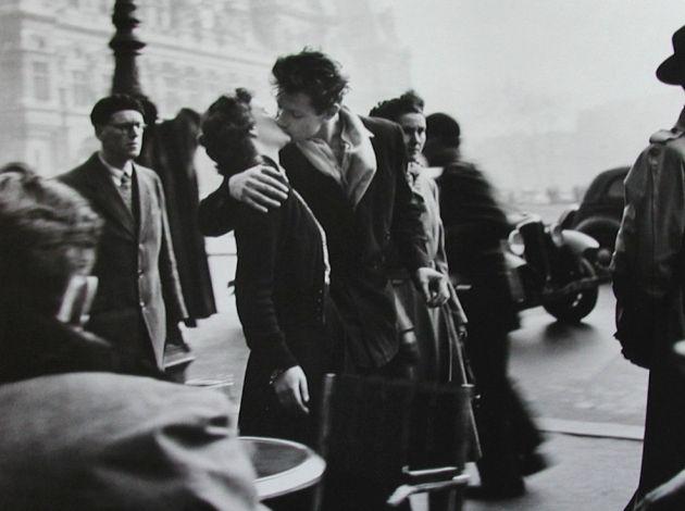 """""""Le baiser de l'Hotel de ville"""" Robert Doisneau (1912-1994)"""