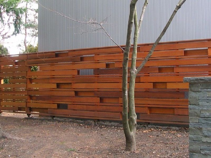 Inexpensive diy horizontal privacy fence designs http for Cheap patio privacy ideas