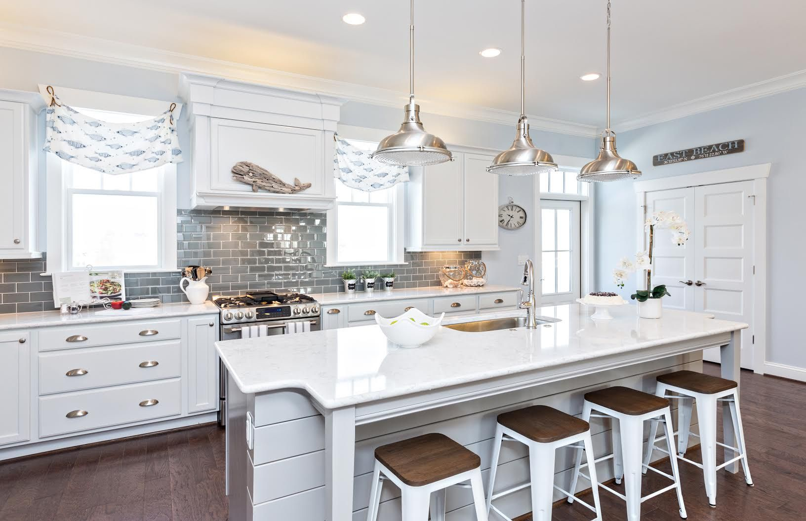 Stephen Alexander Homes and Susan Wilson Interiors featuring Fresnel ...