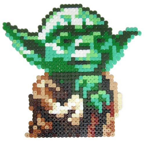 Star Wars Yoda /  Perler Beads - Hama perlen - Bügelperlen http://www.creactivites.com/229-perles-a-repasser