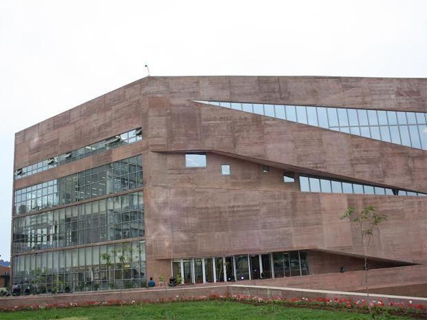 Pucp Inaugura Moderno Complejo De Innovación Académica Building Multi Story Building Louvre