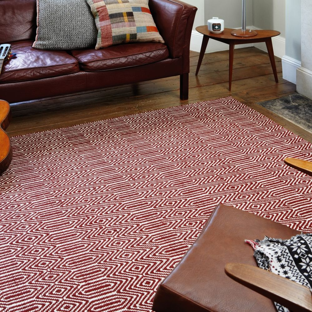 tapis design rouge et blanc geometrique
