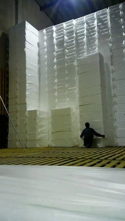 stacking boxes (gifv)
