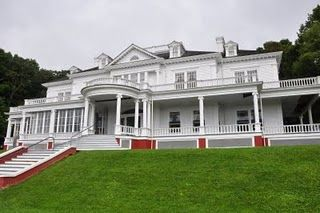 Moses Cone House On The Blue Ridge Parkway In Nc North Carolina Homes Blue Ridge Parkway Colorful Places