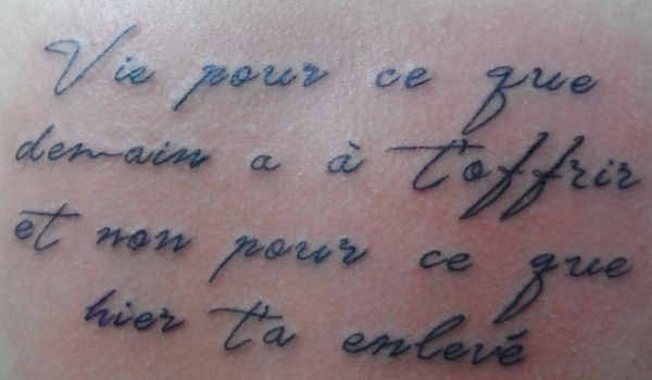 tatouage poignet femme phrase francais