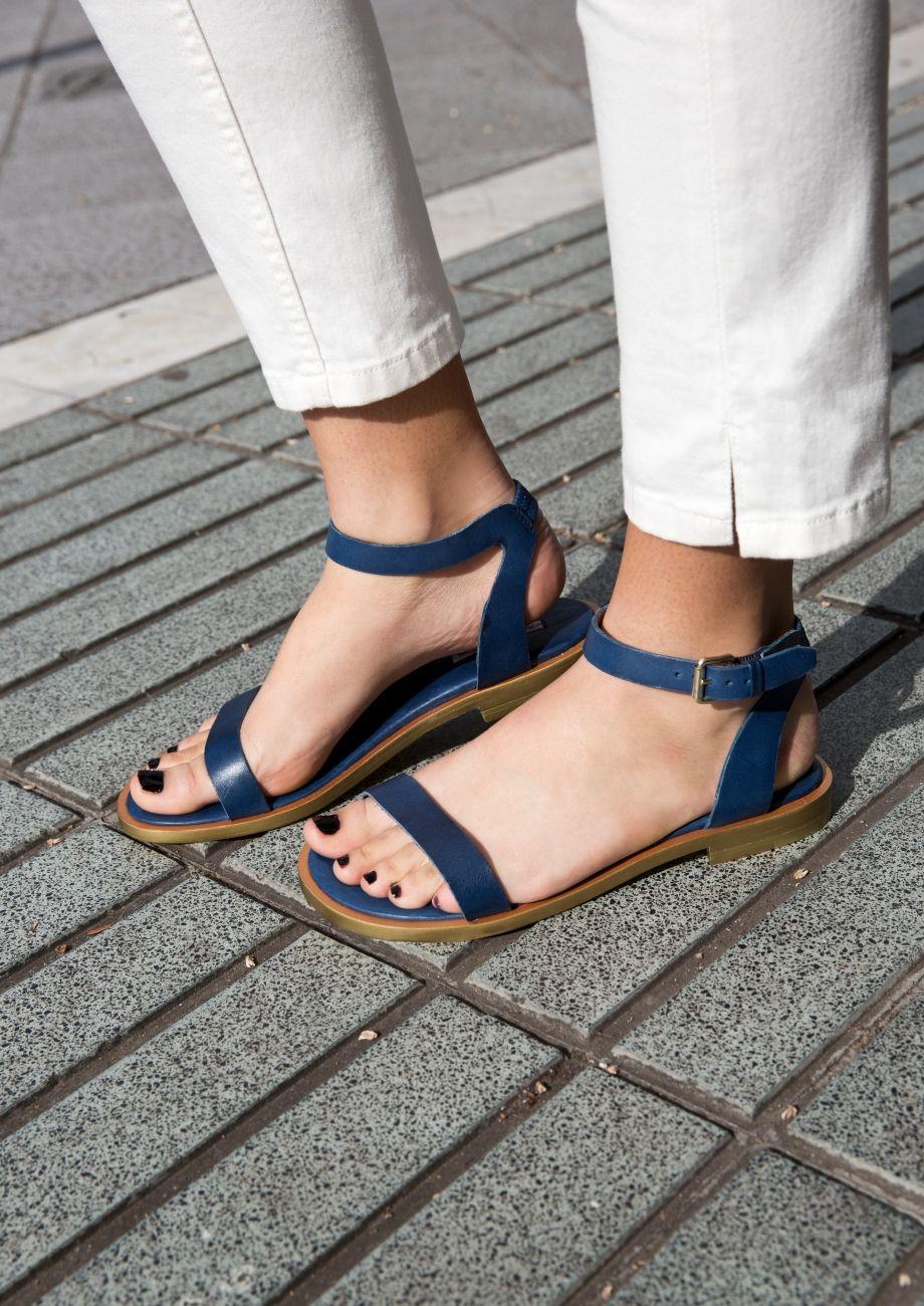 e2fb17f7e0c3 Finding the Perfect Sandals