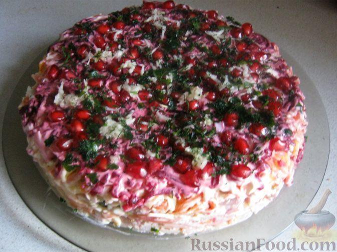 Рецепт Праздничный слоеный салат с копченой ветчиной ...