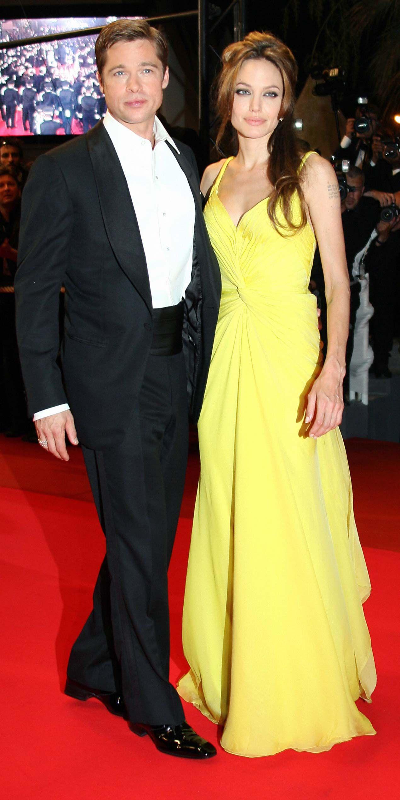 Brad Pitt And Angelina Jolie S Cutest Couple Moments Brad Pitt And Angelina Jolie Angelina Jolie Photos Brad And Angelina
