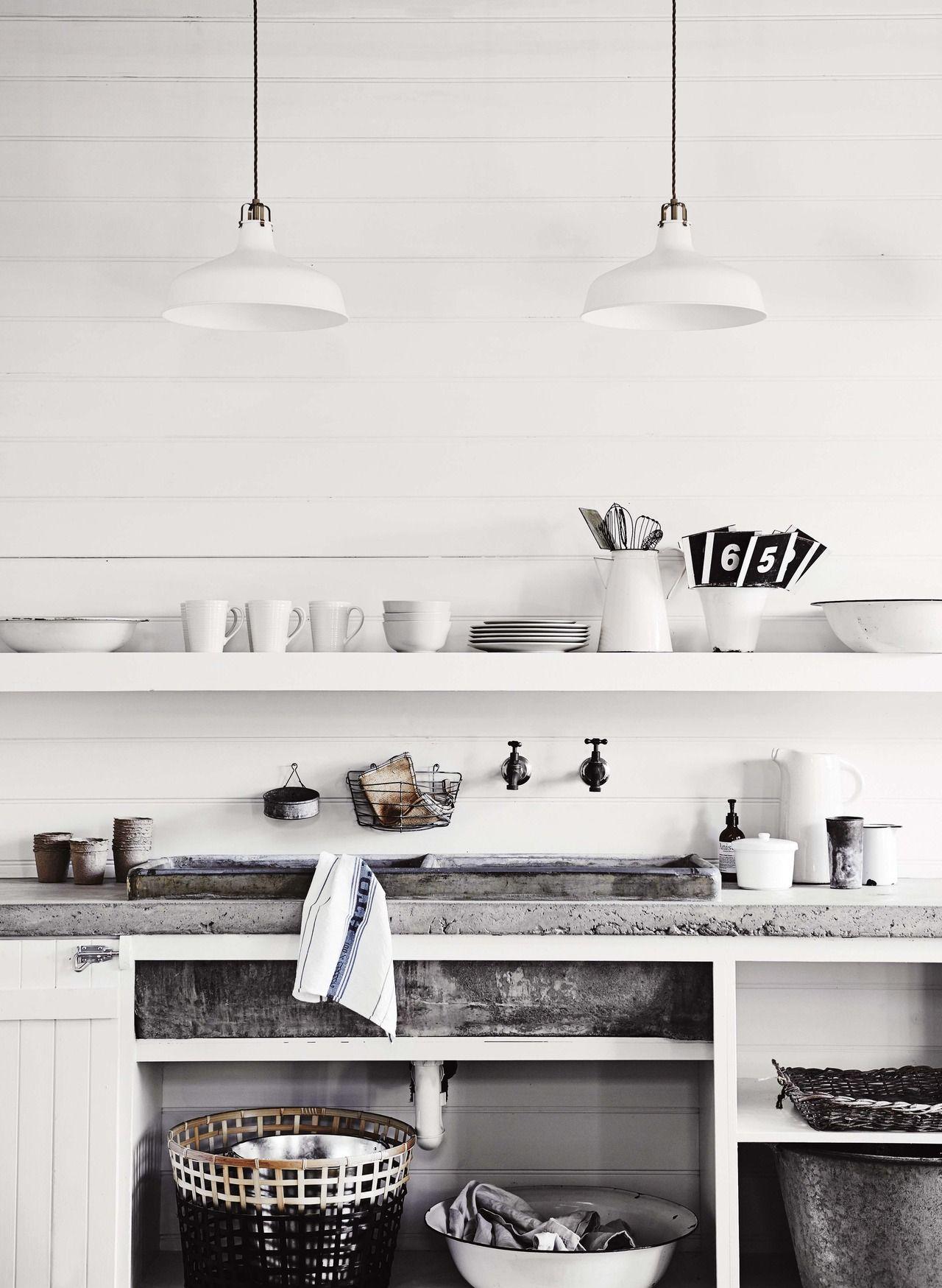 Una casa decorada con objetos de anticuario cocina cocinas interiores y cocinas r sticas - Vajilla rustica ...