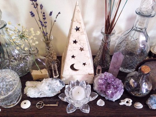 Witchy Bedroom Decor Ideas