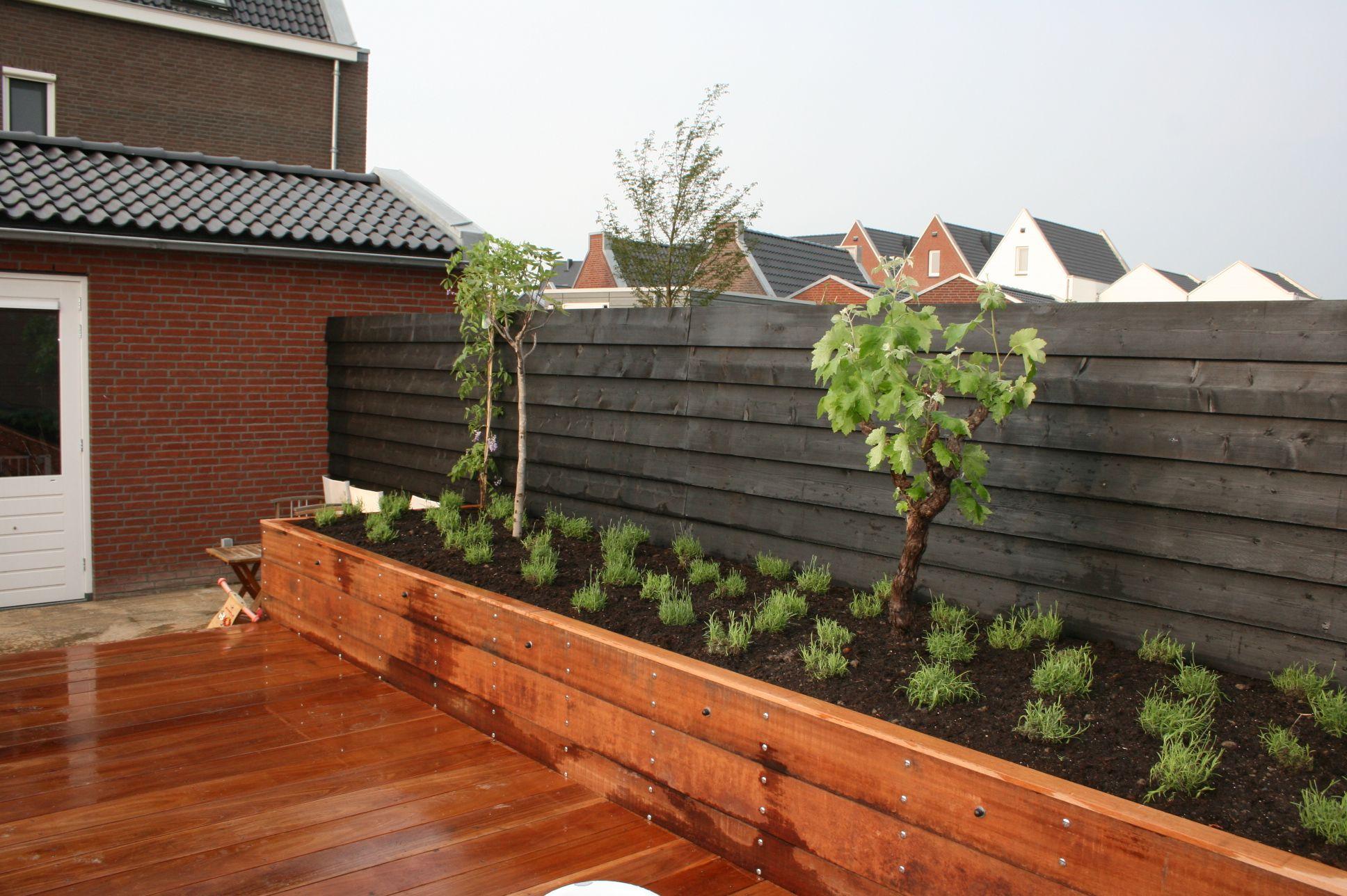 Schutting zwarte planken potdekselen tuin pinterest schutting planken en tuin - Planken zwarte ...