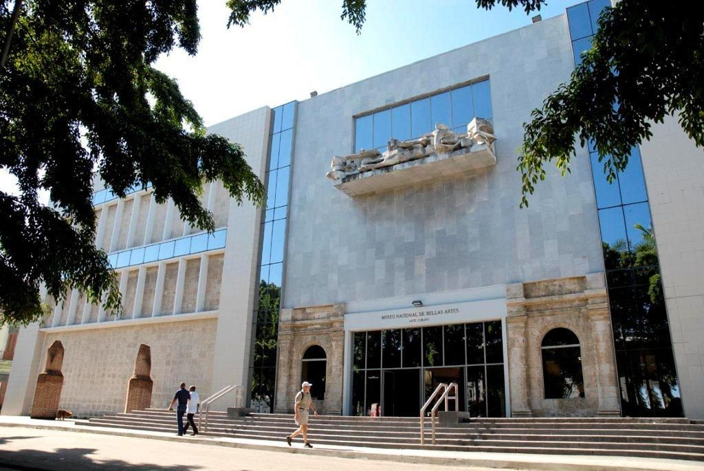 Entrada principal del Museo de Bellas Artes en La Habana, a 3 minutos caminado desde Casa maura.