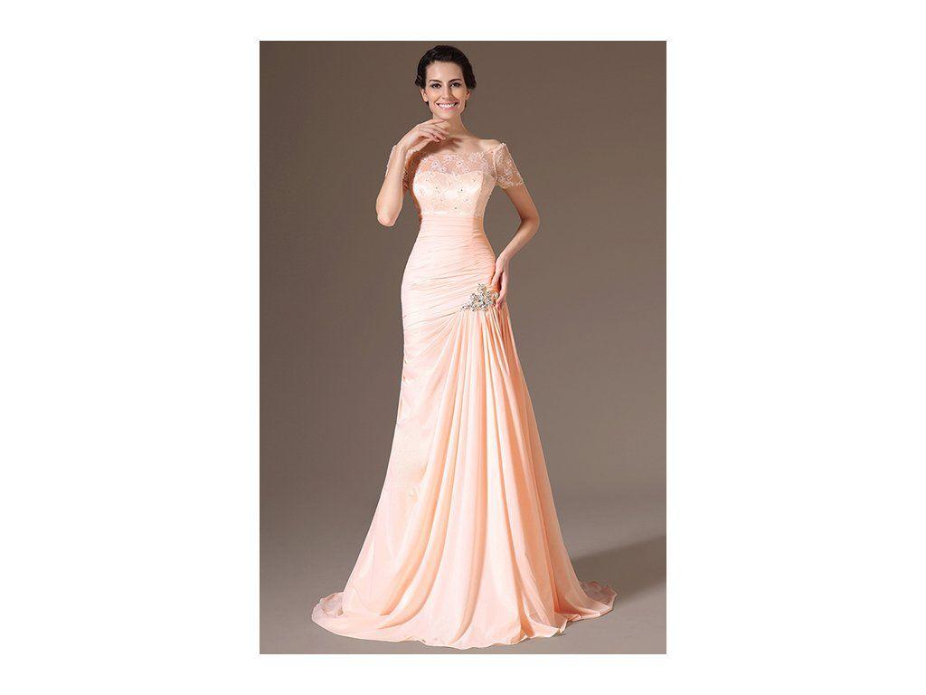 86b4ef1e5c7 Meruňkové plesové šaty s vlečkou jemné plesové šaty s krajkovým živůtkem a  rukávky střih ve tvaru A s nařaseným živůtkem a sukní materiál je šifonový  samet ...
