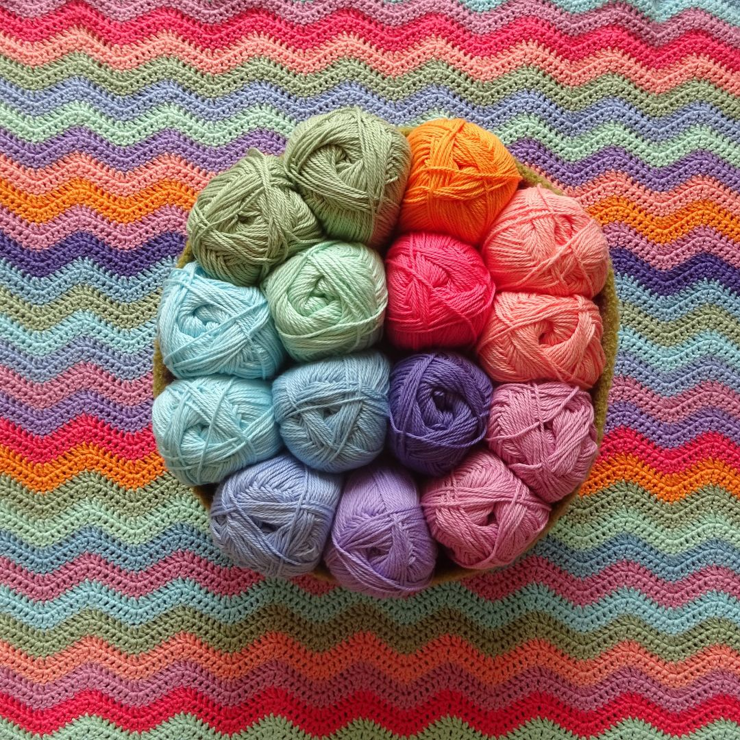 Lucy From Attic24 Has Designed This Beautiful Summer Ripple Blanket Using A Pretty Palette Of Sun Ble Crochet Blanket Patterns Simply Crochet Crochet Patterns