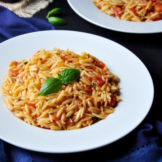 7 ingredients and 15 minutes are all you need to cook this delicious orzo recipe that pairs well with pretty much anything!