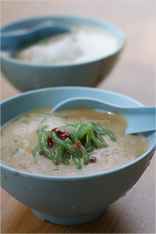 Cendol Is A Common And Popular Cold Dessert Sell At Hawker Stall Or Food Court In Malaysia Cendol Are Serv Asian Cooking Malaysian Food Malaysian Food Desserts