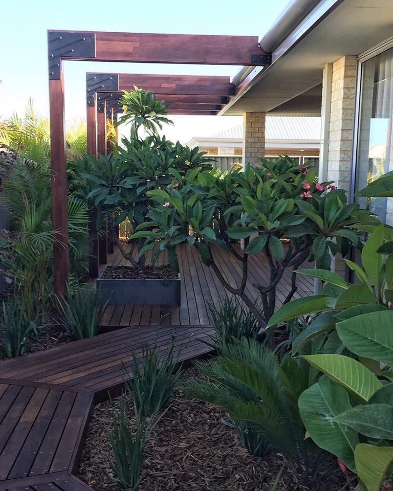 2x12 Wood Retaining Wall Retainingwallideas Front Yard Design Front Yard Garden Design Landscaping Retaining Walls