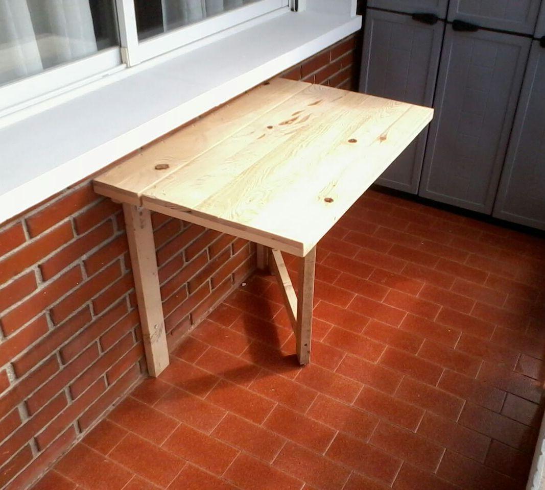 Mesa plegable para terraza hecha con madera reciclada de for Mesa de terraza con quitasol