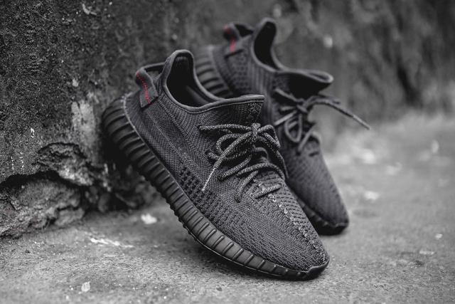 Adidas Yeezy Boost 350 V2 Pirate Black Kembali Lagi Kanye West