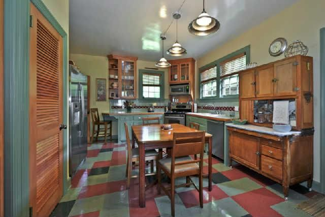 807 Glen Leven Dr., Nashville, TN 37204. Own a piece of history-former home of governor Buford Ellington, on prestigious Glen Leven Drive this one level stone cottage has vaulted ceilings and sits on a private lot with outdoor fireplace and babbling brook.