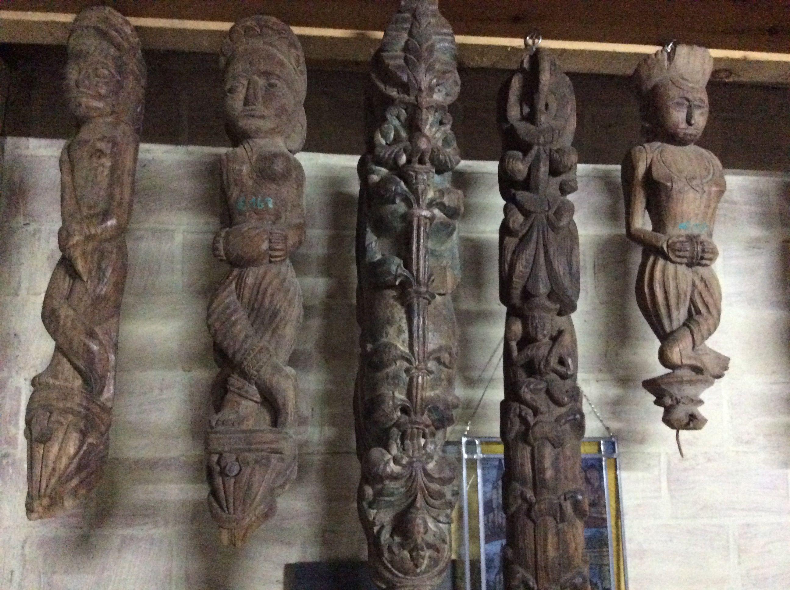 Kleine houten sierbeeldjes te koop bij medussa heist op for Kleine hoeve te koop