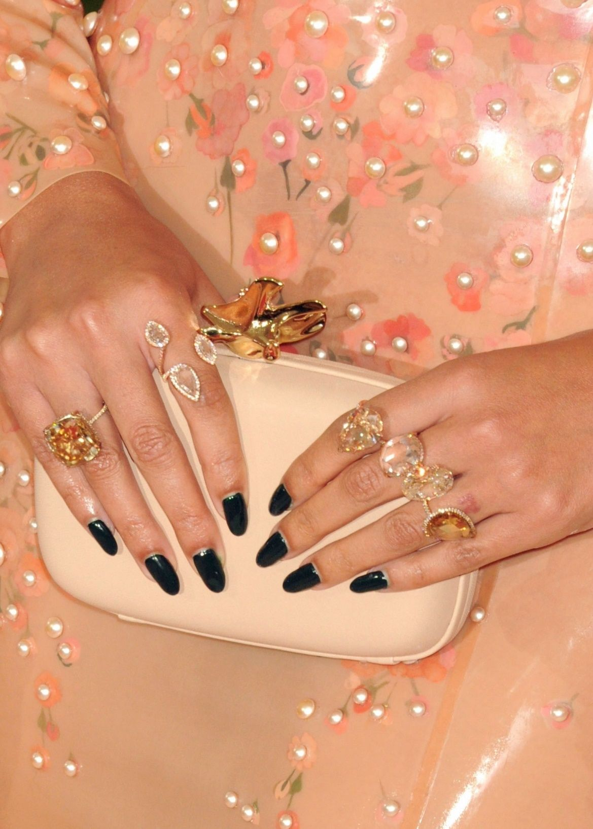Beyoncé met gala jewelry by lorraine schwartz beyonce