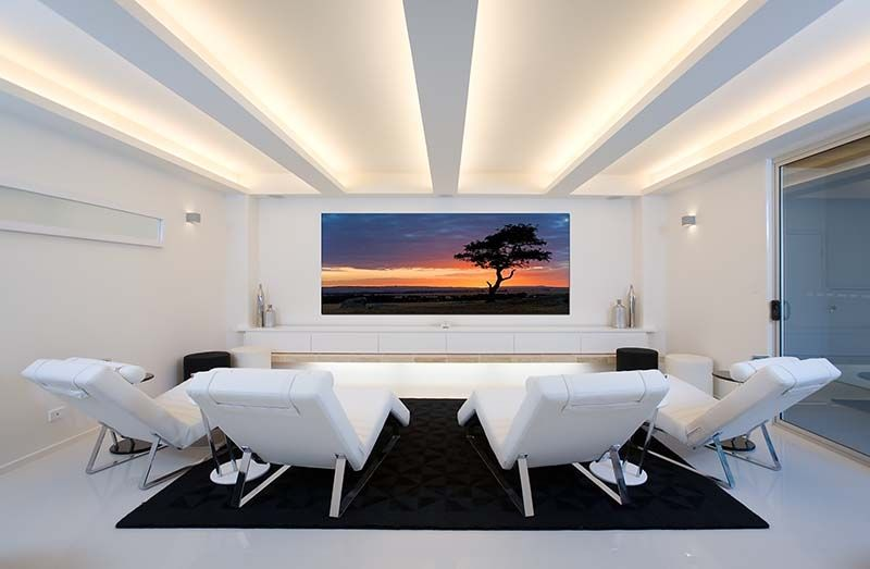 Modern Home Theater in White. www.homecontrols.com | sinema odasi ...