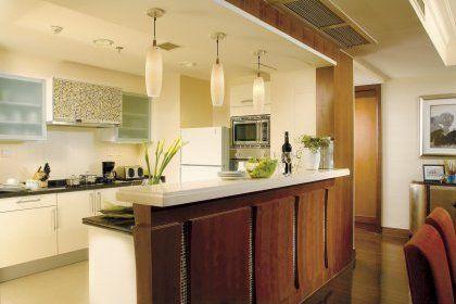 cuisine ouverte sur salon avec meuble de rangement et bar | déco ... - Modele De Cuisine Americaine