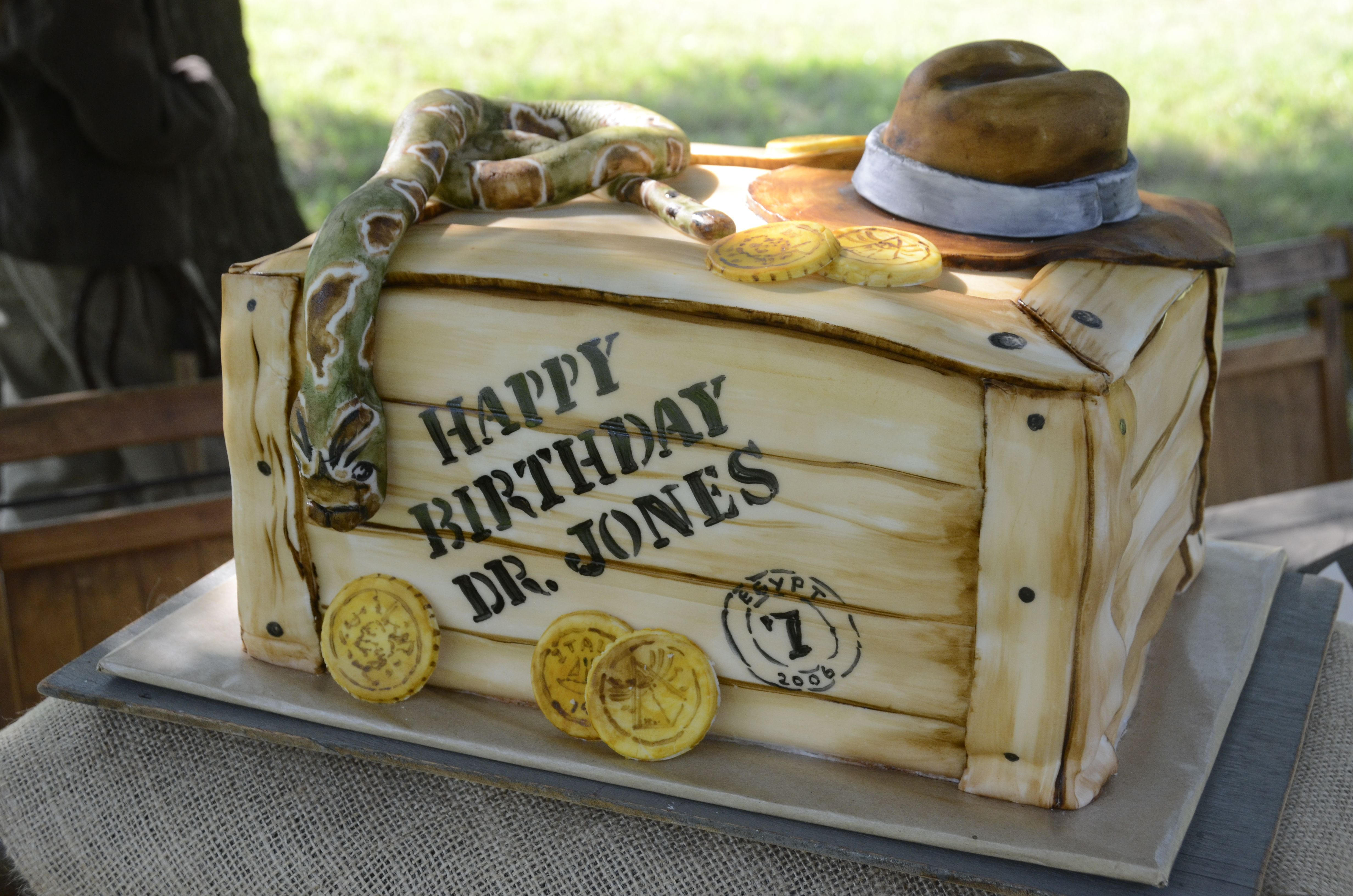 indianjones birthday party invitations printable%0A Indiana Jones cake