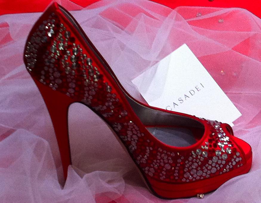 Red Wedding Shoes #pantone #PantoneWedding #WeddingShoes #Wedding