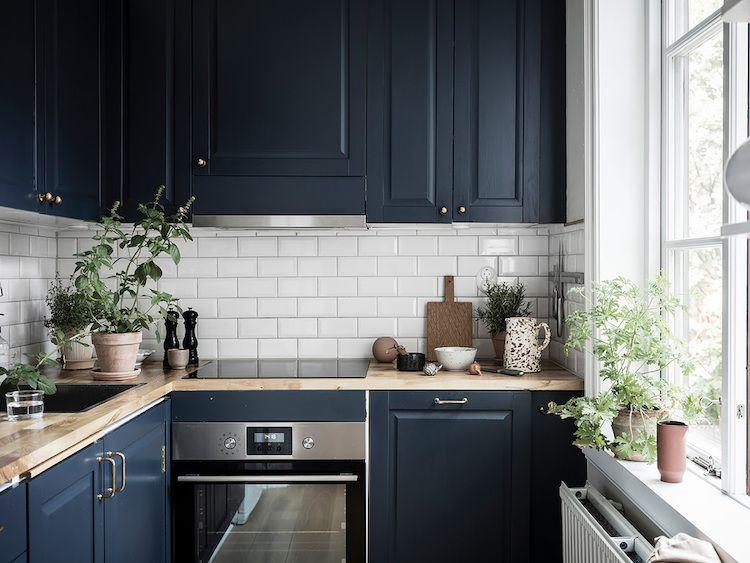 Keuken Zweeds Design : Een perfecte kleine zweedse pad met een vetgedrukte blauwe keuken