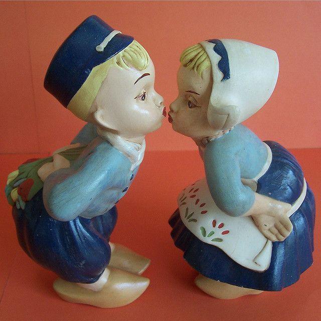 Kissing Dutch Children Statue Garden Ornaments Dutch Boy Garden Figurines