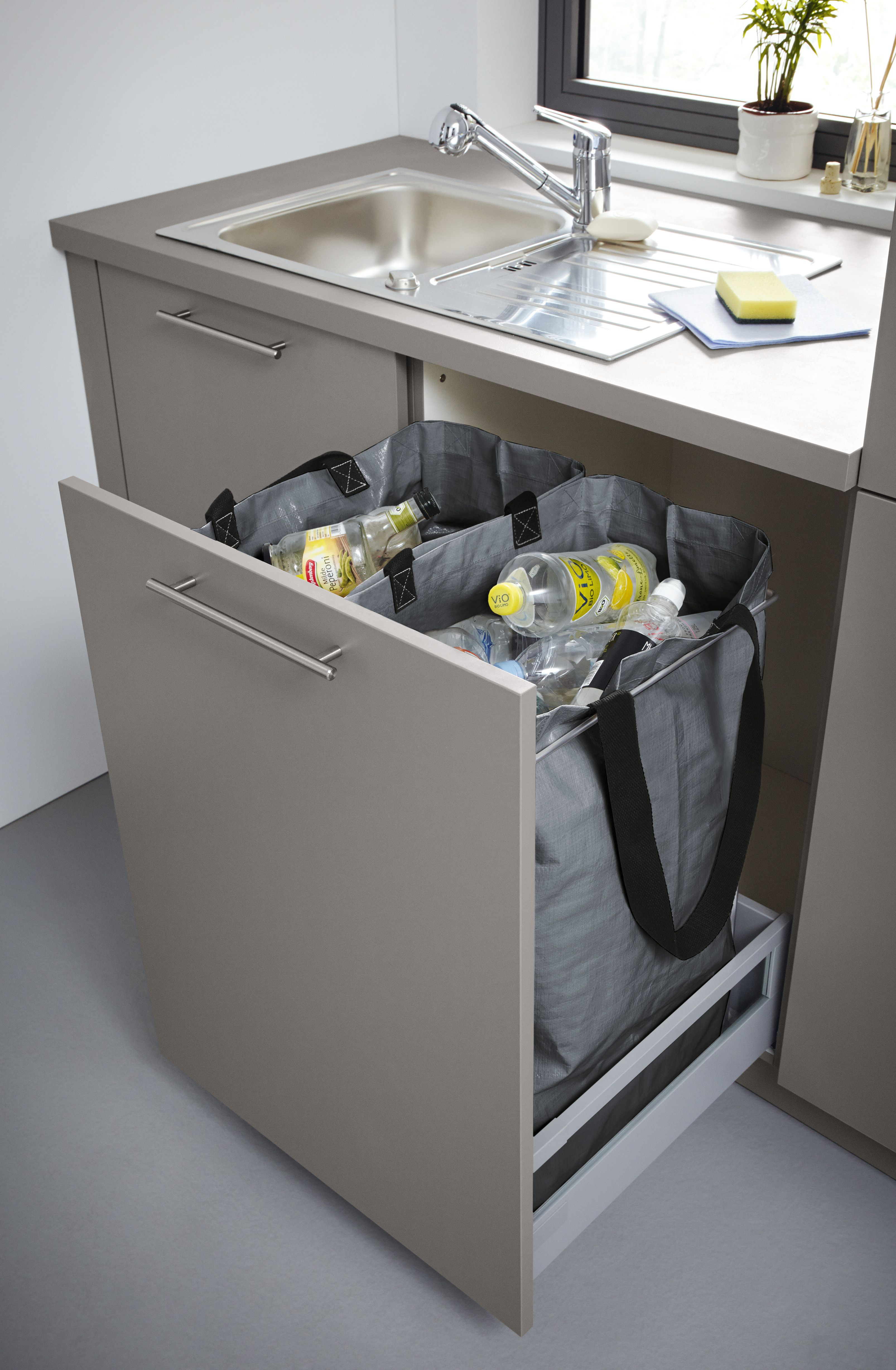Schuller recycling storage pull-out.   Schüller utility room ...