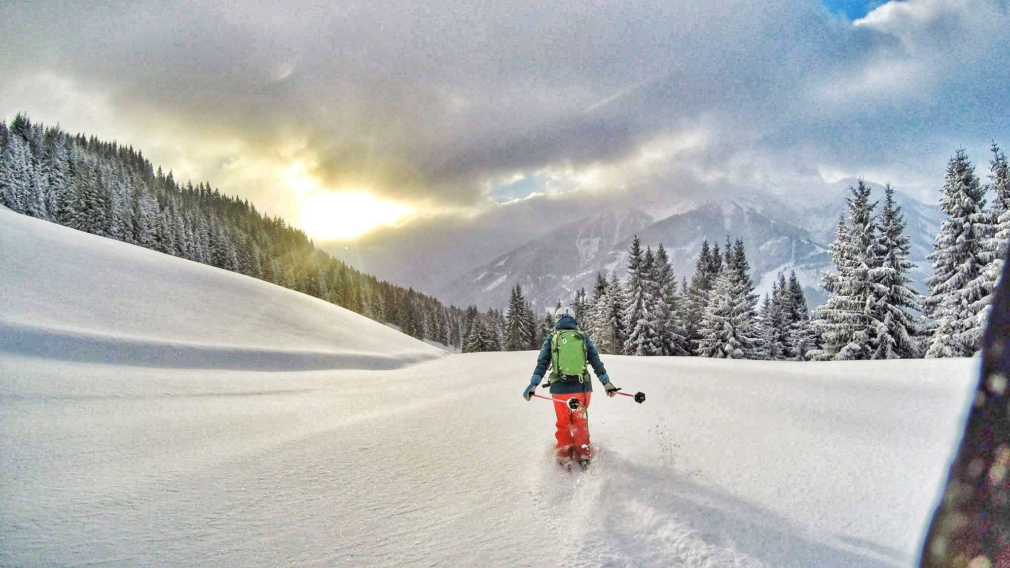 Powder skiing in Saalbach