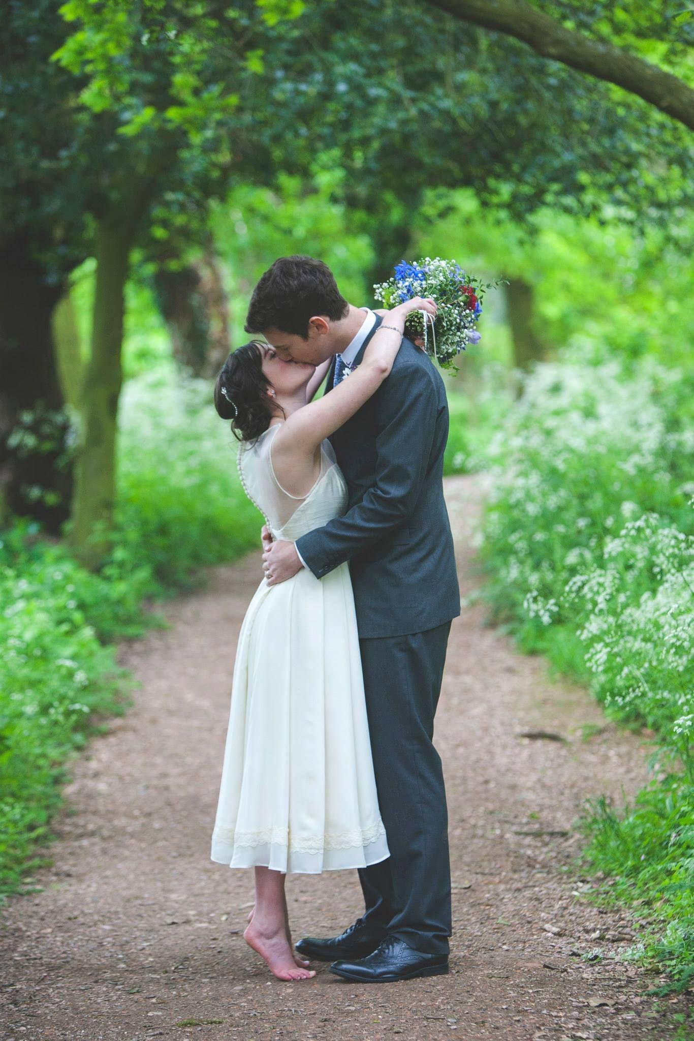Wedding Photography Short Bride Tall Groom Wood Forest Photo Shoot Gypsophila Baby S B Short Bride Fun Wedding Photography Backyard Wedding Photography [ 2048 x 1366 Pixel ]