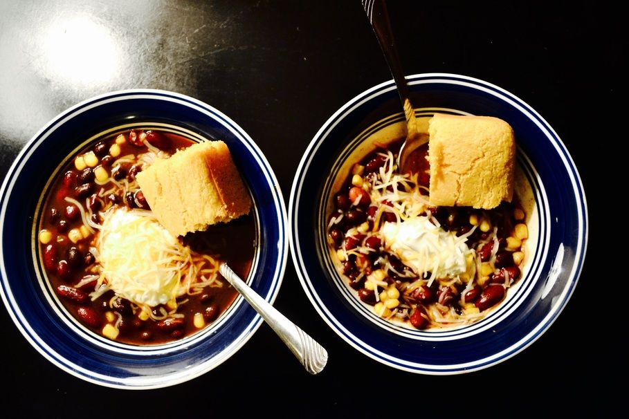 A 5 Ingredient Chili Recipe For Broke Lazy Vegetarians Recipe 5 Ingredient Chili Recipe Recipes Chili Recipes