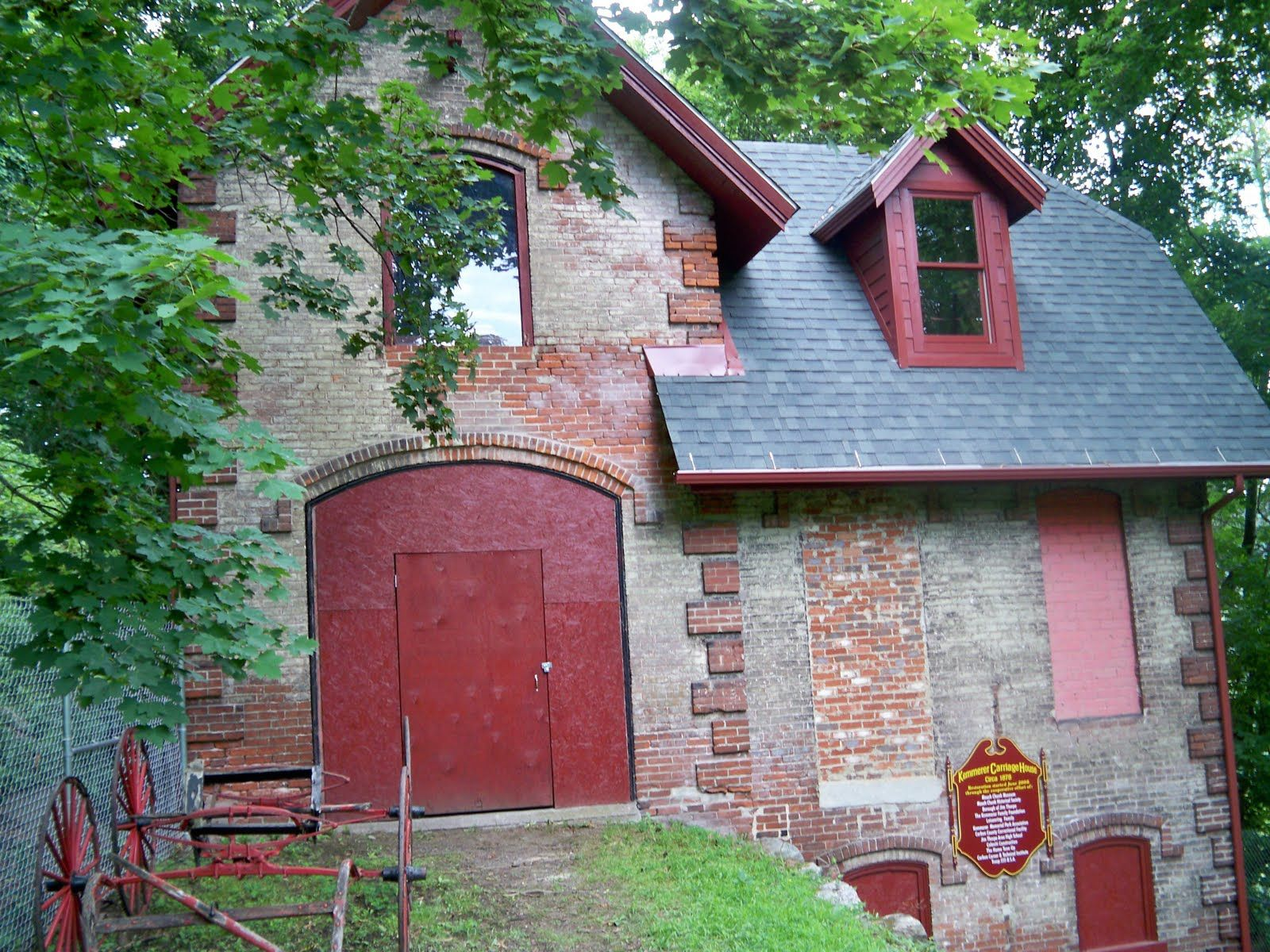 Brick And Stone Barn Carriage House Old Barns Unique