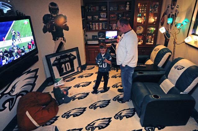 Man Cave Craft Eats Bacon : Jovon would love a falcons chair and the carpet man cave