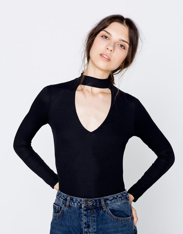 d06a98fefa Camiseta escote pico cuello perkins - Ropa - Novedades - Mujer - PULL BEAR  España