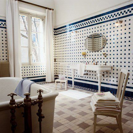Salle de bain ancienne pleine de charme