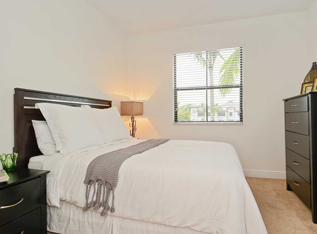2 Bedrooms 1 Bathroom Apartment For Sale In Financial District Small Apartment House Renting A House Apartments For Rent