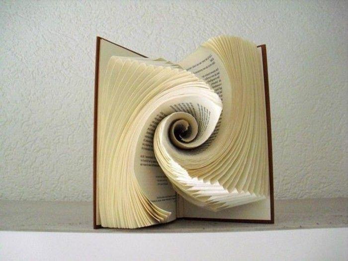 1001 id es originales de pliage de livre des formes faciles art pliage de livre folded. Black Bedroom Furniture Sets. Home Design Ideas