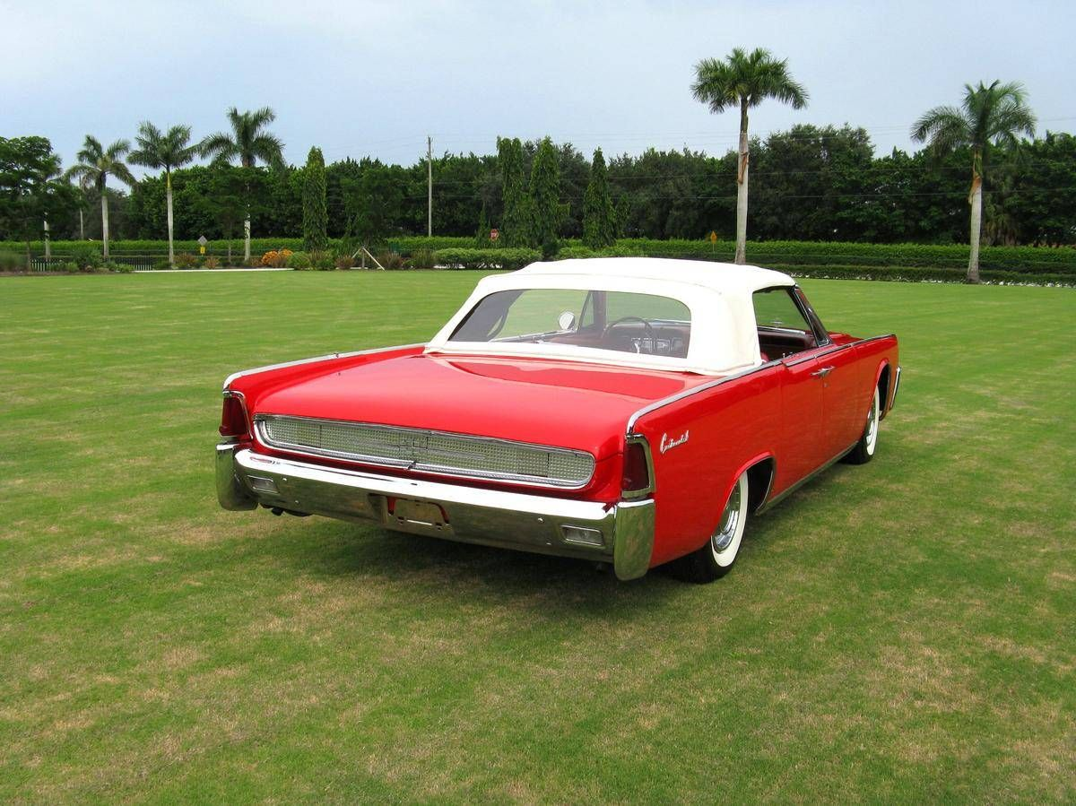 1961 Lincoln Continental Convertible  / Hemmings Motor News