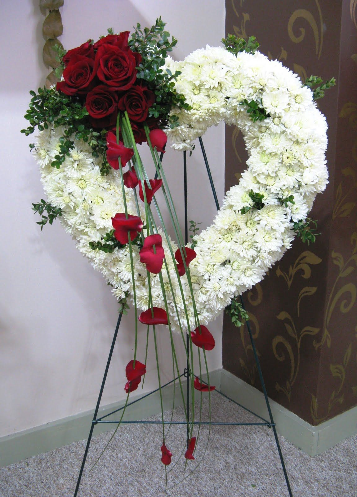 Heart Wreathg 11511600 Sympathy Flowers Pinterest