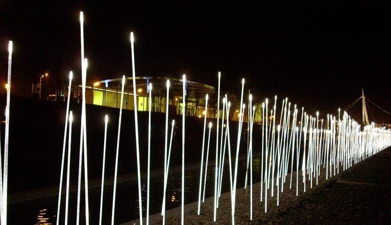Decorazione luminosa a led per spazi pubblici typha by iguzzini