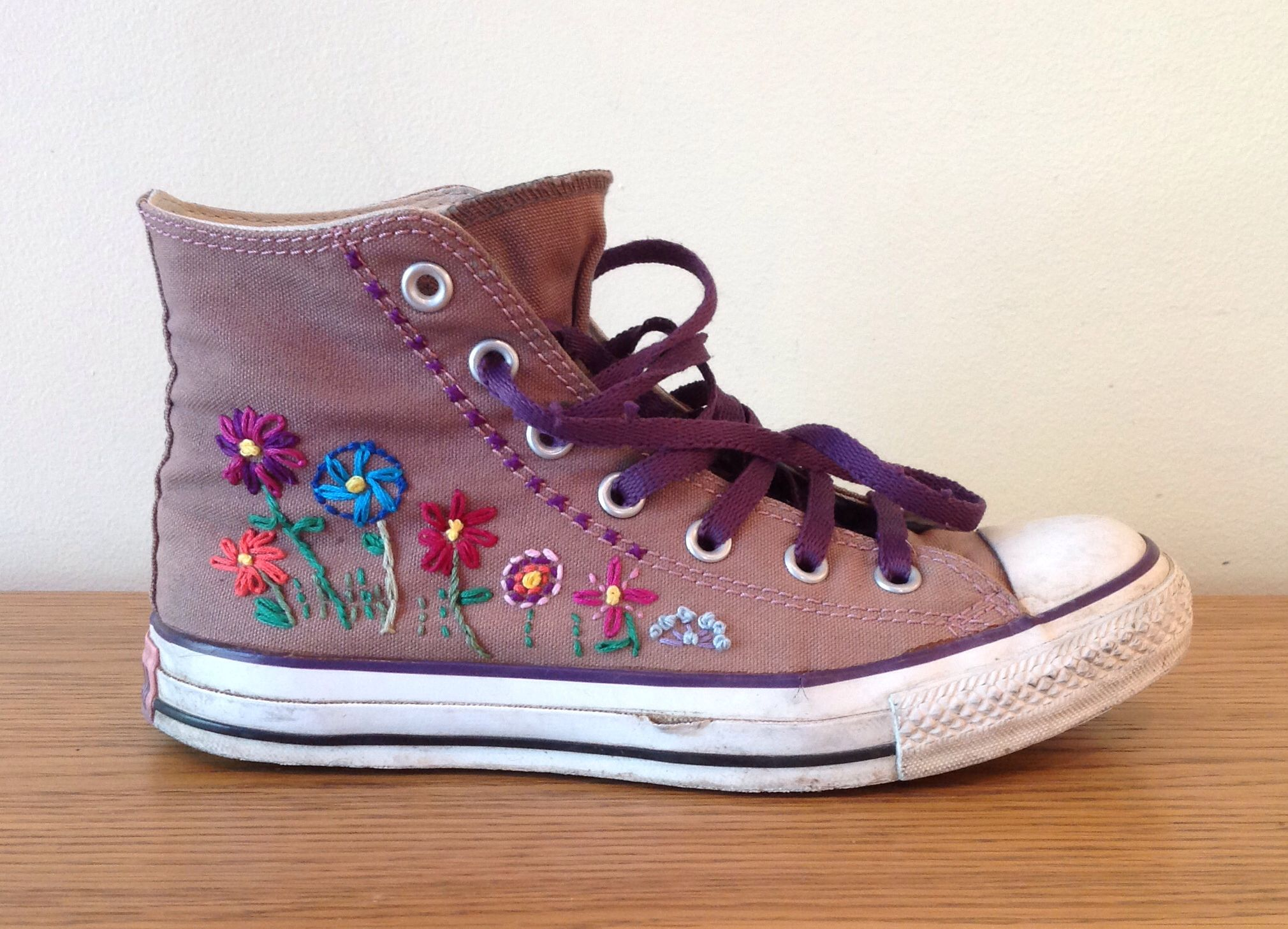 EMBROIDERED CONVERSE
